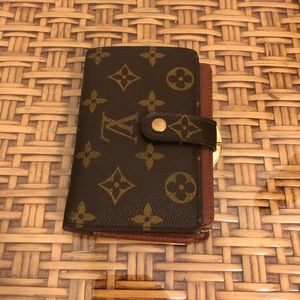Louis Vuitton Monogram Kiss Lock Wallet
